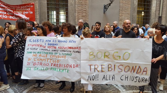 Photo of Terni, fischi e proteste a Palazzo Spada contro i tagli ai servizi educativi