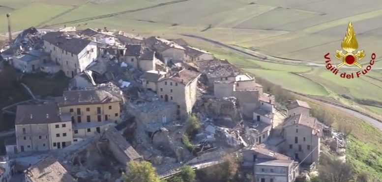 Photo of Terremoto, Valnerina sbriciolata, il monte che si spacca: i video dall'elicottero
