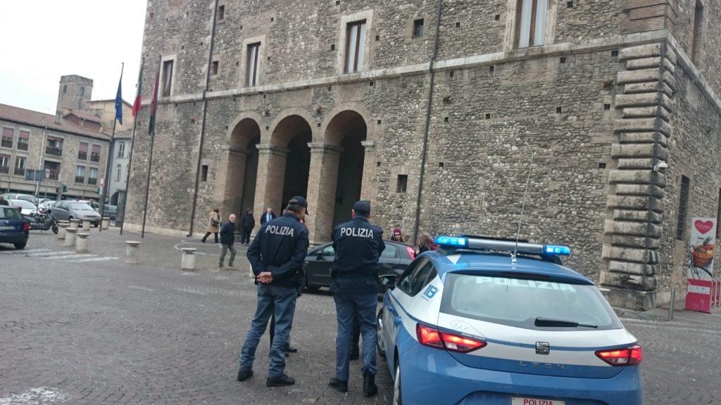 Photo of Terni, blitz di polizia e finanza in Comune. Sedici indagati, sequestrati documenti e pc