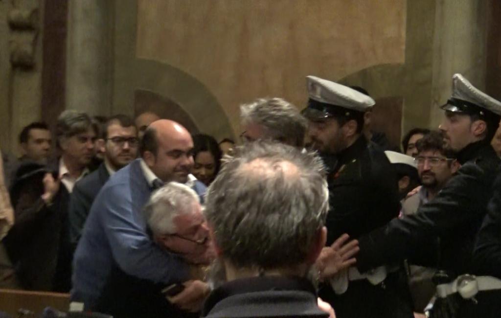 Photo of Il consiglio comunale di Terni per poco finisce in rissa: ecco il video