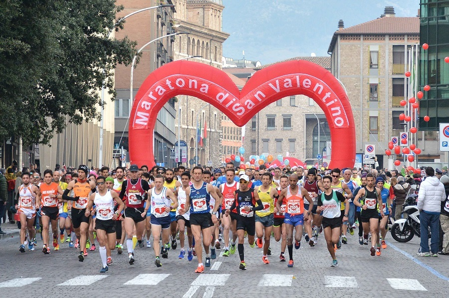 Photo of Domenica si corre la Maratona di San Valentino: occhio alle strade chiuse