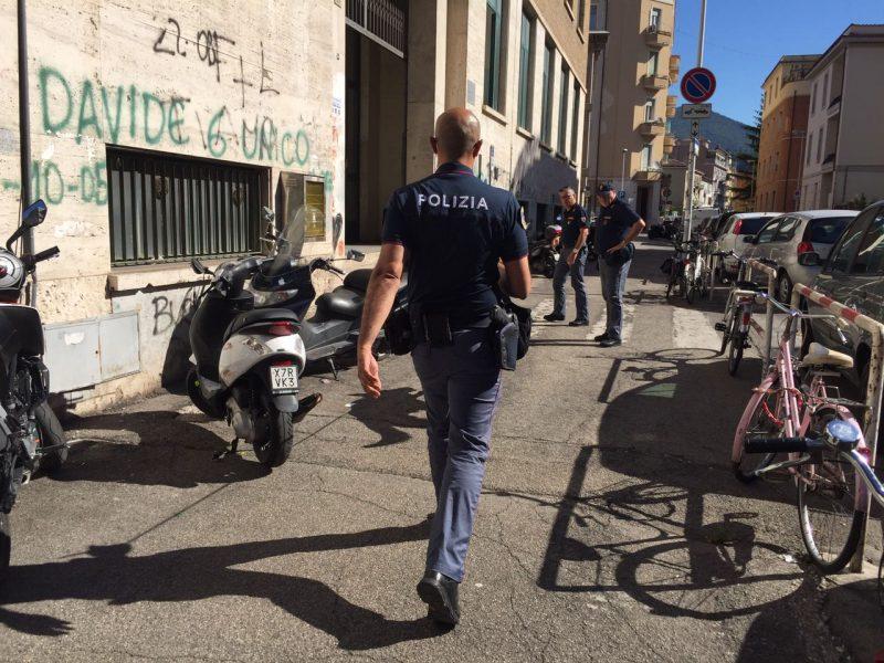 Photo of Terni, la polizia con i cani antidroga in classe: controlli in due scuole superiori