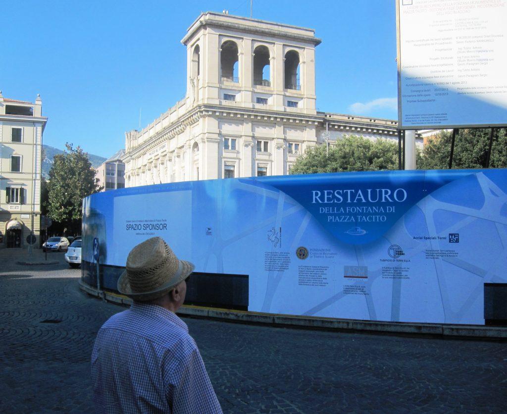 Fontana di piazza tacito il comune cerca architetti for Cerca per foto