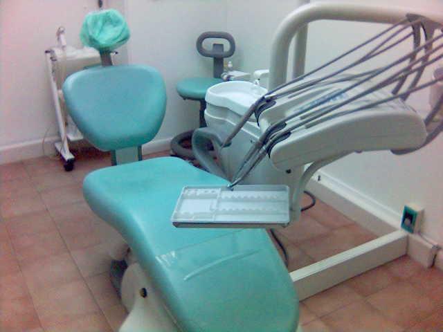 Photo of Falso dentista: denunciati un uomo e la titolare dello studio