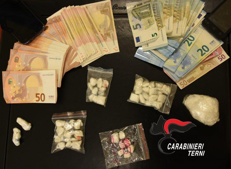 Photo of Terni, i carabinieri di quartiere scoprono un ingrosso della droga