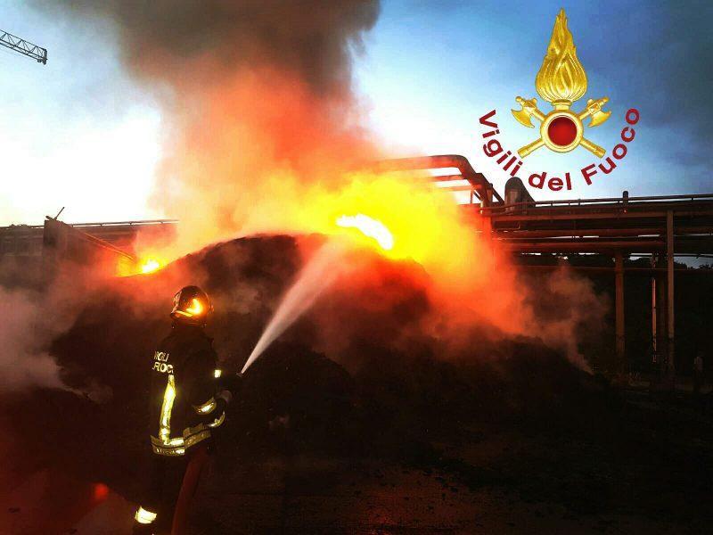 "Photo of Incendio nel deposito di pneumatici, TerniEnergia: ""Noi parte lesa"""