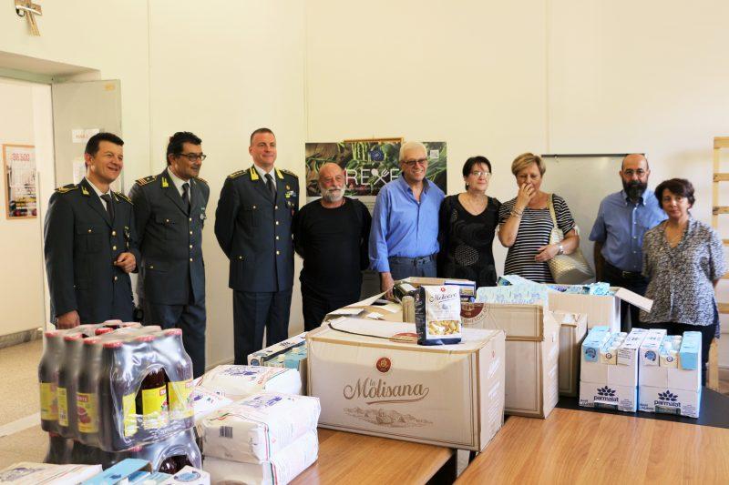 Photo of La guardia di finanza festeggia San Matteo e dona alimentari alla Caritas