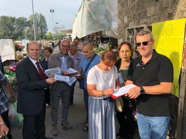 Photo of No alla soppressione della Camera di Commercio di Terni, raccolta di firme al mercato
