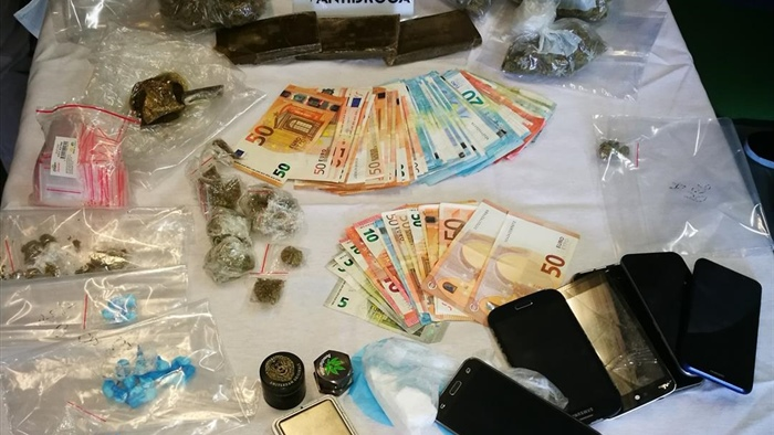 "Photo of Terni, spaccio in centro: la polizia sequestra ""pongo"". Coppia in manette"