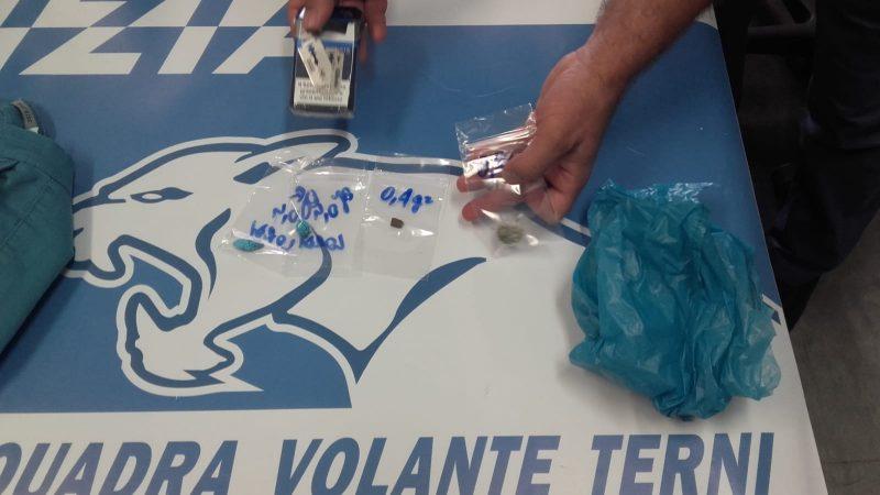 Photo of Terni, lancia droga dal finestrino dell'auto: arrestato operaio ternano