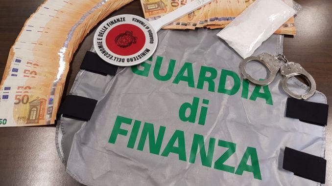 Photo of Perugia, arriva con il taxi in centro e nella giacca oltre un etto di cocaina: arrestato