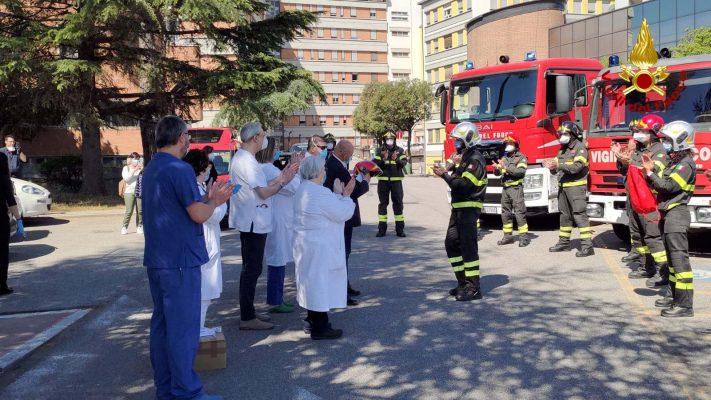 Photo of Donazione dei vigili del fuoco all'ospedale Santa Maria di Terni