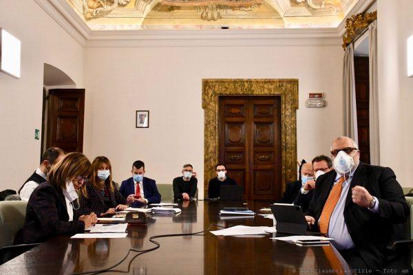 Photo of Imprese e lavoratori: giunta regionale vara una prima trance di aiuti per 38 milioni