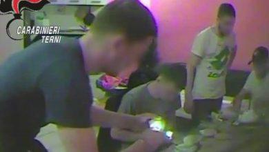 Photo of Terni, confezionano in casa e spacciano 3 chili di cocaina in 10 giorni: arrestati in cinque